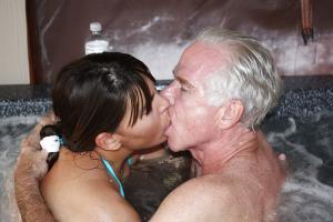 Vater fucks seine Tochter - online kostenlos Private SexBilder